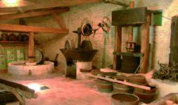 Le moulin à huile de Bellegarde ( Gard )