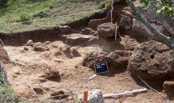 Archéologie et histoire d'un site d'exception : les carrières de meules de Claix et de Roullet (Charente)