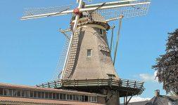 Pays- Bas : Beatrix des Pays-Bas inaugure un moulin à vent à Oldebroek
