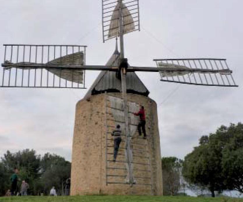 Moulin à vent de Vénejan. Photo : M. Lajoie-Mazenc