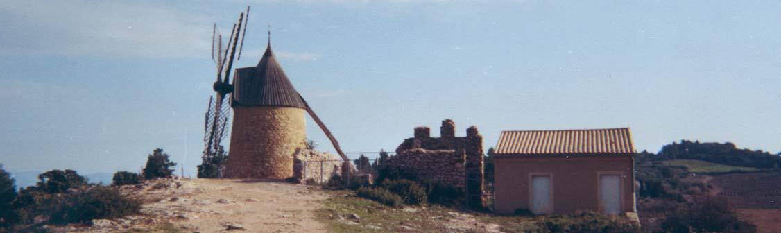 Moulin du Rocher - moulin à vent à broyer le plâtre après reconstitution en moulin à blé