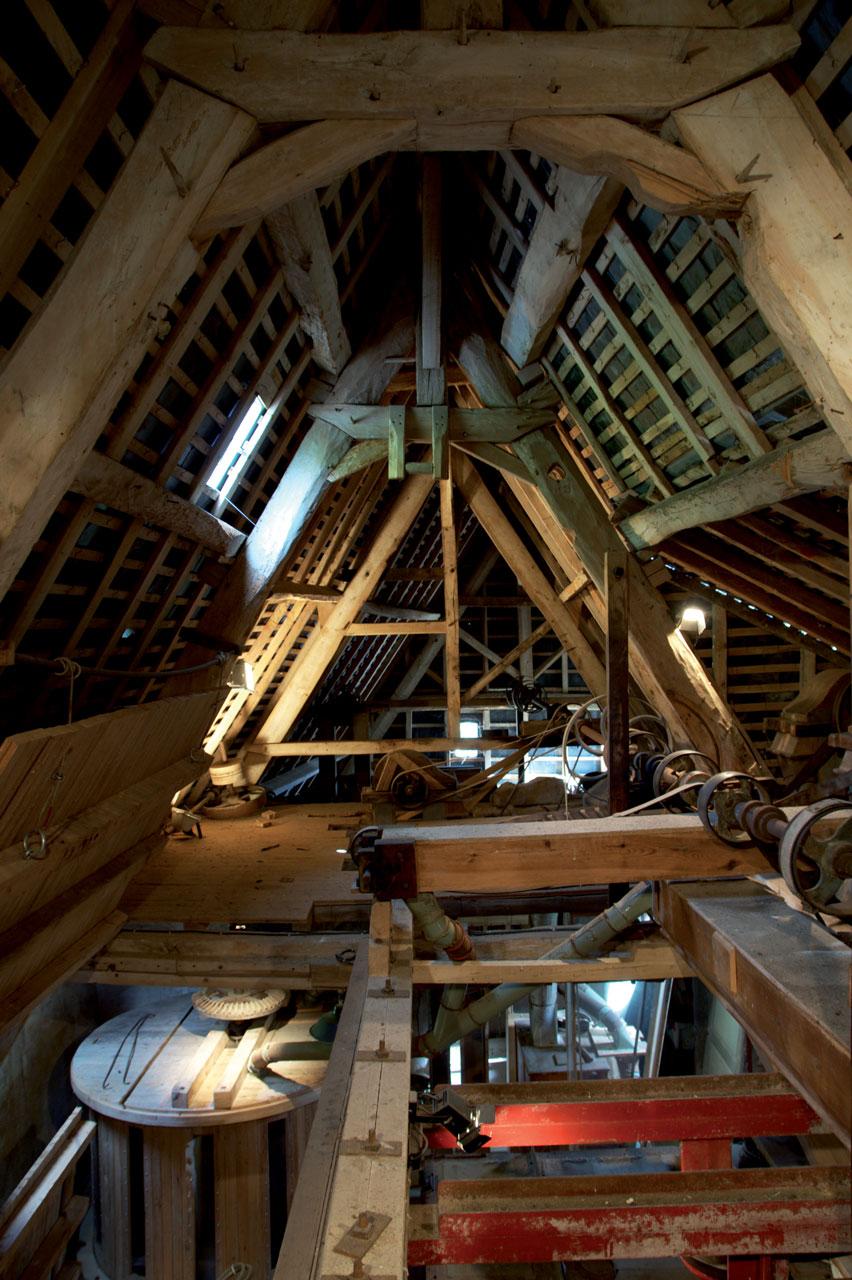 vue sur la charpente et le 3ème étage du moulin- c-Parthenos photographie