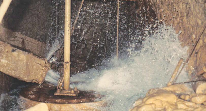 Figure 3 - L'eau arrivant sur le rodet. Photo E. Lauga (vers 1960)