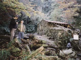 Novembre 1998 : le moulin est dégagé, le toit refait mais l'embâcle existe toujours.