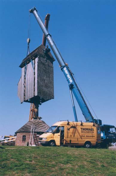 remplacement du pivot du moulin des Olieux à Villeneuve d'Ascq. Photo J. Bruggeman
