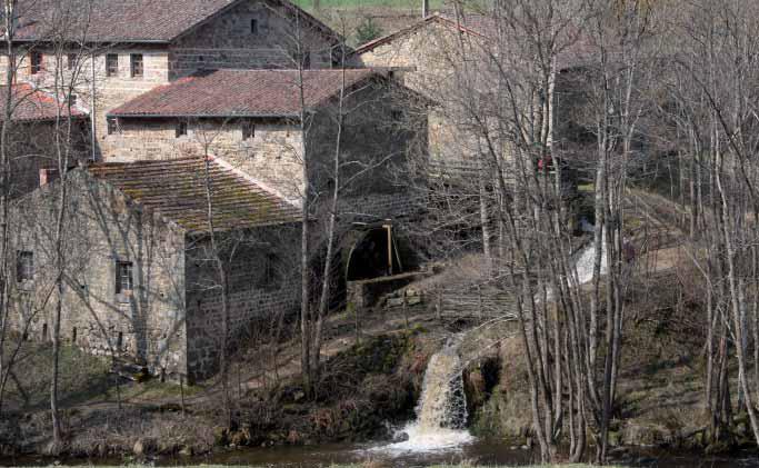 Moulin de Vignal (Apinac - Loire) Photo F. Bonneteau