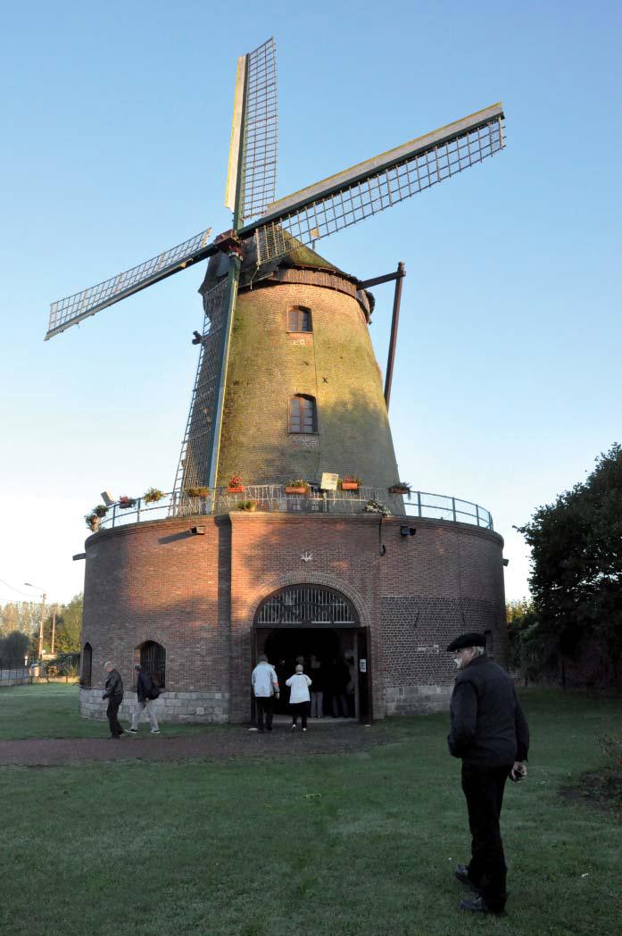 Extérieur moulin blanc. Cliché F. Boneteau