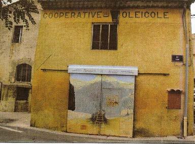 Façade du vieux moulin - Photo Archives de la Coopérative oléicole de Velaux.