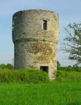 Le moulin de Foucré - stade 2 avant rénovation. Photo www.notredamedeslandes.fr