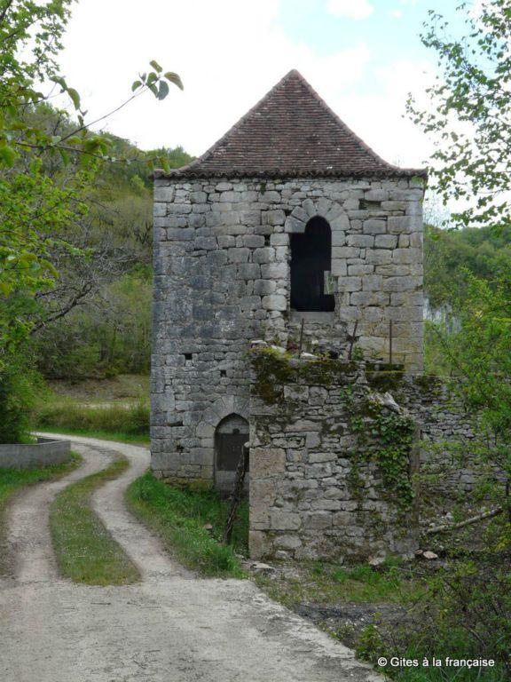 Moulin des Pauvres. photo www.gitesavendre.eu