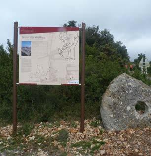 Le panneau annonçant le sentier. Photo Auxilium34