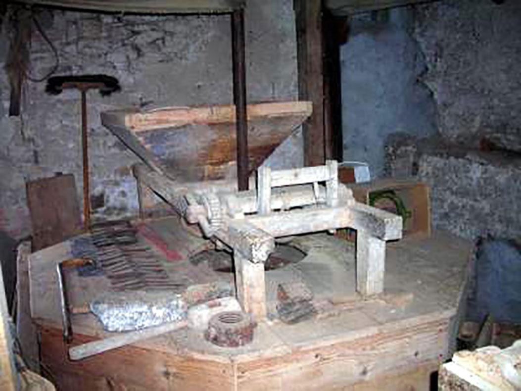 Moulin des Chaumettes - Benne trémie archure mailloche - Photo P. Landry