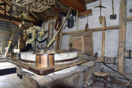 Meule_sans_archure- Le Moulin de Villar d'Arène