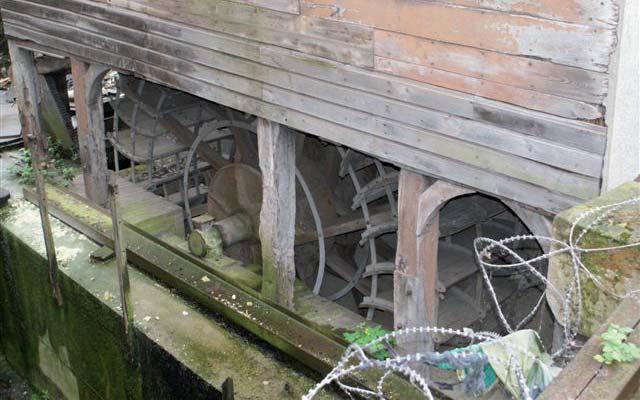 Roue du moulin Passe-Avant. Cliché Charpentier mai 2012