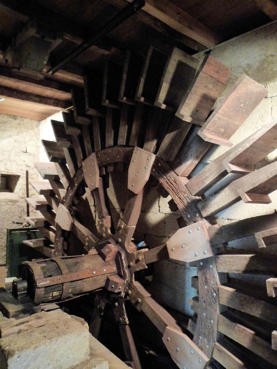La roue du Moulin d'Aujac - Photo Pierre PERONNEAU et Jacques VOL