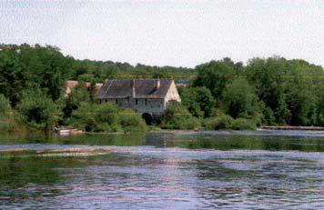 Moulin de Chitré sur la Vienne - photo S. Perrin.
