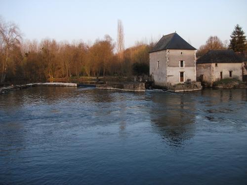 Les moulins Potard et Clausset vus du côté sud. photo www.france-voyage.com
