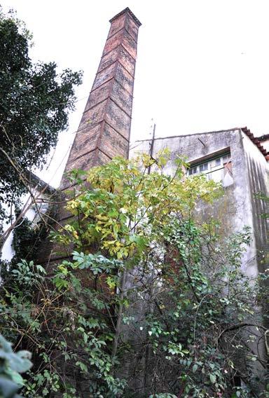 Le Moulin de la Peyronne. La cheminée installée fin XIXe siècle. Photo Claude Carbonnell