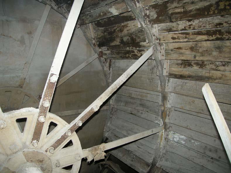 Le Moulin de la Peyronne. La roue Hydraulique de 4,50 m de diamètre et 3,50 m de largeur. Photo Claude Carbonnell