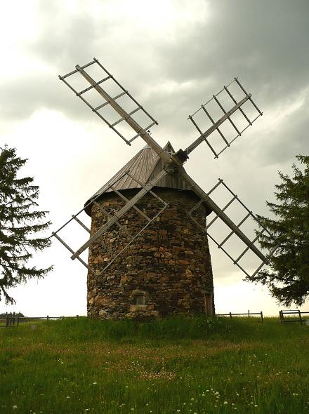 Moulin de Saint-Poncy, Photo Guy Coulange - www.moulins-a-vent.net