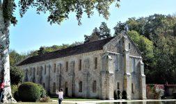 Neuf fois centenaire, l'abbaye de Fontenay fut un moulin à papier