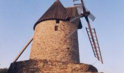 Collioure, un cas unique : Un moulin à vent qui fait de l'huile d'olive (Pyrénées Orientales)