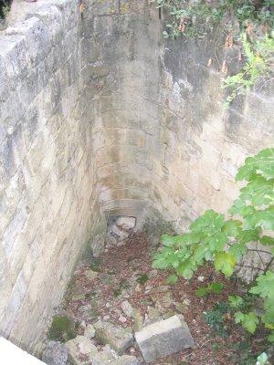 Puits du moulin - Le puits permettant de livrer au moulin une colonne d'eau puissante.- photo www.coeur-de-provence.org